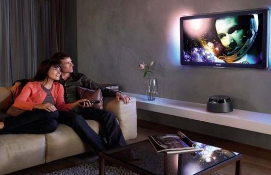 keluarga menonton tv